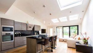 Dzīvojamā istaba apvienota ar virtuvi privātmājā