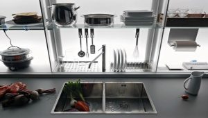 Kitchen shelves: features and benefits