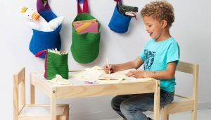 Silla infantil y mesa con sus propias manos.