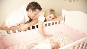 Matelas dans le berceau pour les nouveau-nés