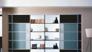 Full-wall wardrobe
