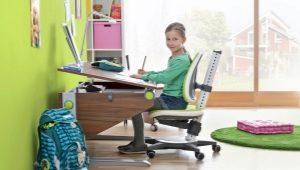 Stolar till skrivbordet för studenten