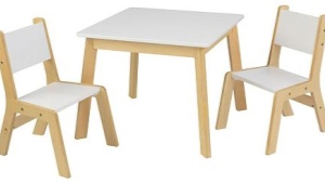 Mesa infantil con sus propias manos.
