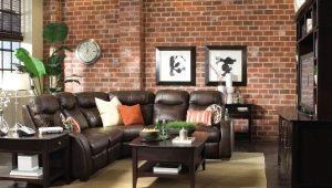 Pared de ladrillo en el diseño interior de la sala de estar