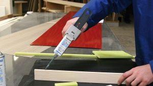 Adhesivo de poliuretano: características de las especies y composiciones.