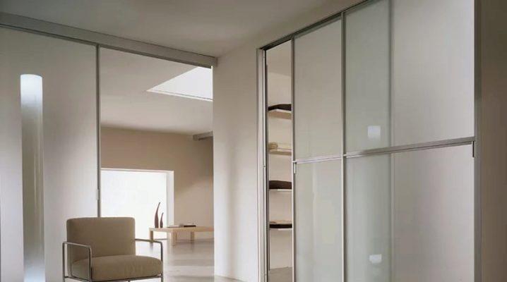 Συρόμενες πόρτες για ντουλάπα