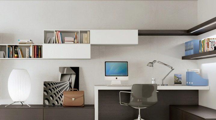 Mesas de ordenador con armario.