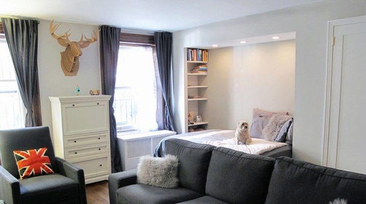 Características de diseño de la sala de estar con una cama.