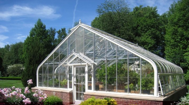 Winter greenhouses: features of the device and manufacturing