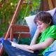 Παιδική κούνια στον κήπο
