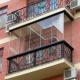 Frameless balcony glazing