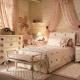 Κλασικό κρεβάτι μωρού στο εσωτερικό