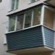 Verglasung eines Balkons mit Durchführung