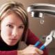O que fazer se a torneira do banheiro pingar?