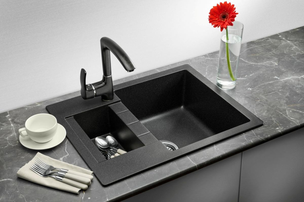 Csatlakoztassa a konyhai mosogató lefolyóját