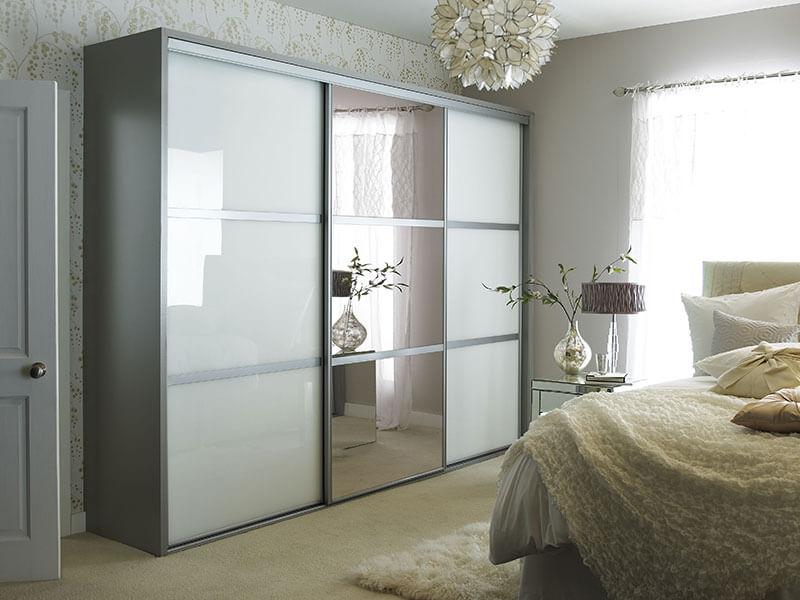 Kleiderschrank mit einem Spiegel im Schlafzimmer (26 Fotos ...