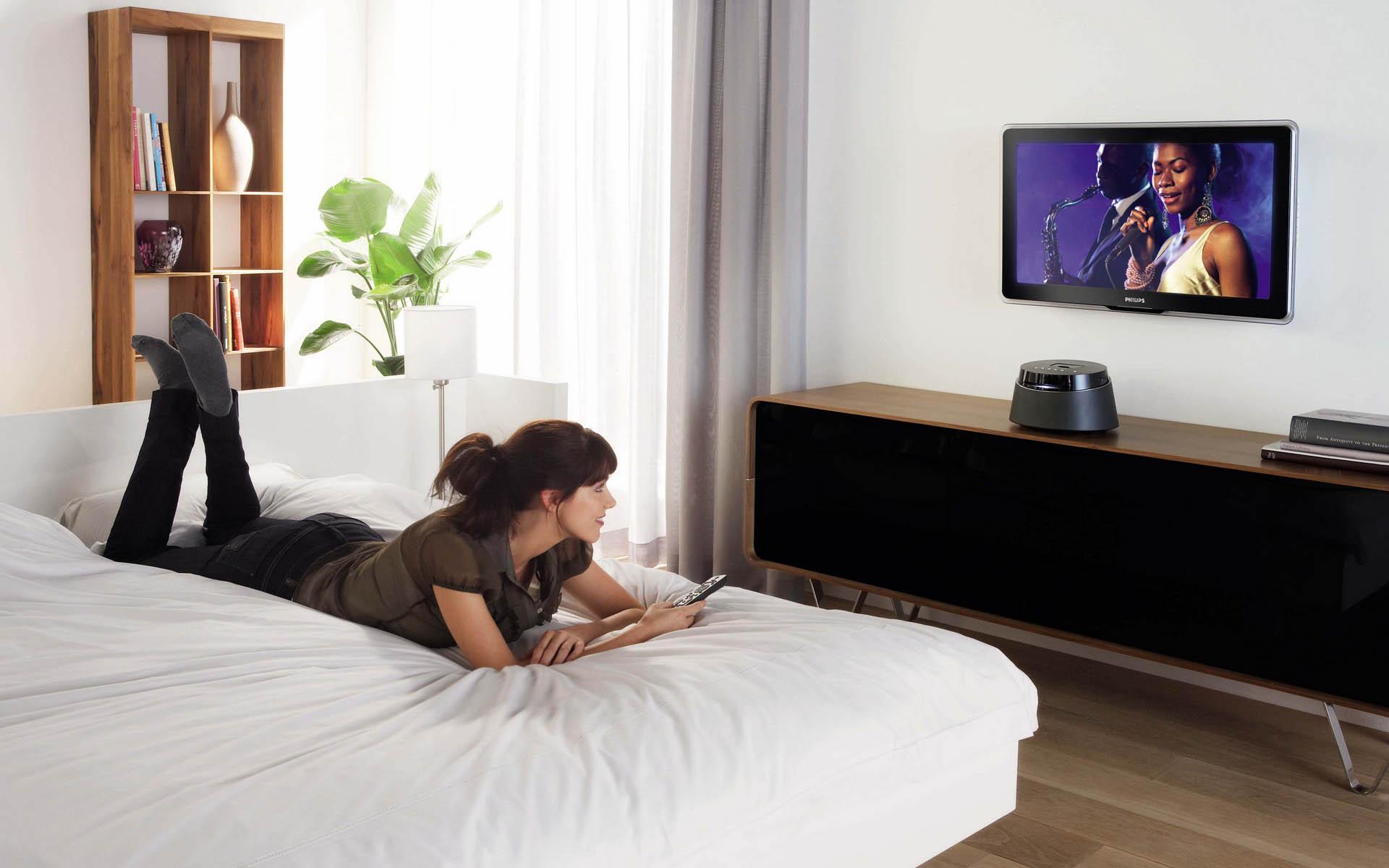 Auf welcher Höhe hängt der Fernseher im Schlafzimmer? Wie ...