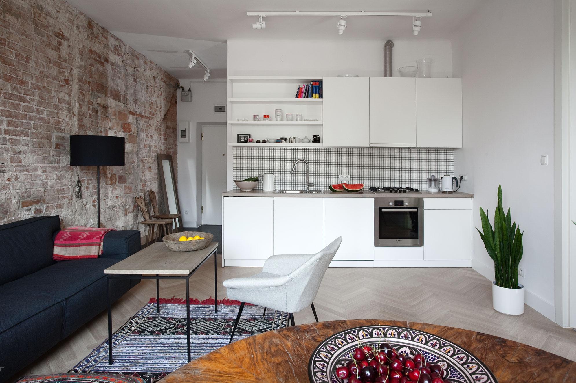 Cucina-soggiorno nello stile del \
